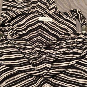 Calvin Klein maxi dress w tie waist. Black/white
